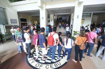 CEBU. Cebu City Hall employees lining up for biometrics attendance. (SunStar File/Allan Cuizon)