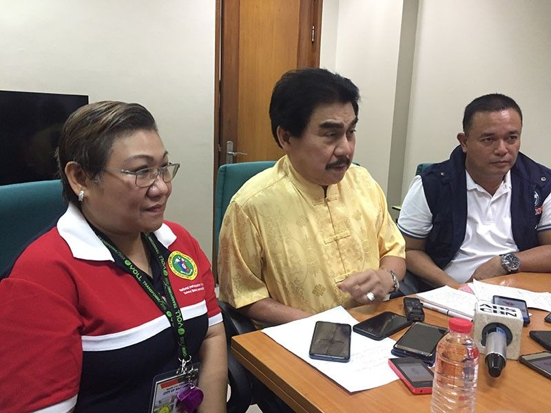 Bacolod City Mayor Evelio Leonardia with City Health Officer Ma. Carmela Gensoli and Ben Arnel Dela Cruz, Development Management Officer of the Department of Health- Western Visayas. (Photo Merlinda A. Pedrosa)