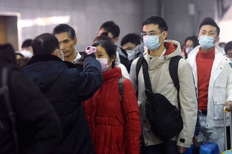 CHINA. Workers use infrared thermometers to check the temperature of passengers arriving from Wuhan at a train station in Hangzhou in eastern China's Zhejiang Province, Thursday, January 23, 2020. (AP)