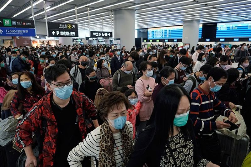 HONG KONG. Passengers wear protective face masks at the departure hall of the high speed train station in Hong Kong, Thursday, January 23, 2020. (AP)