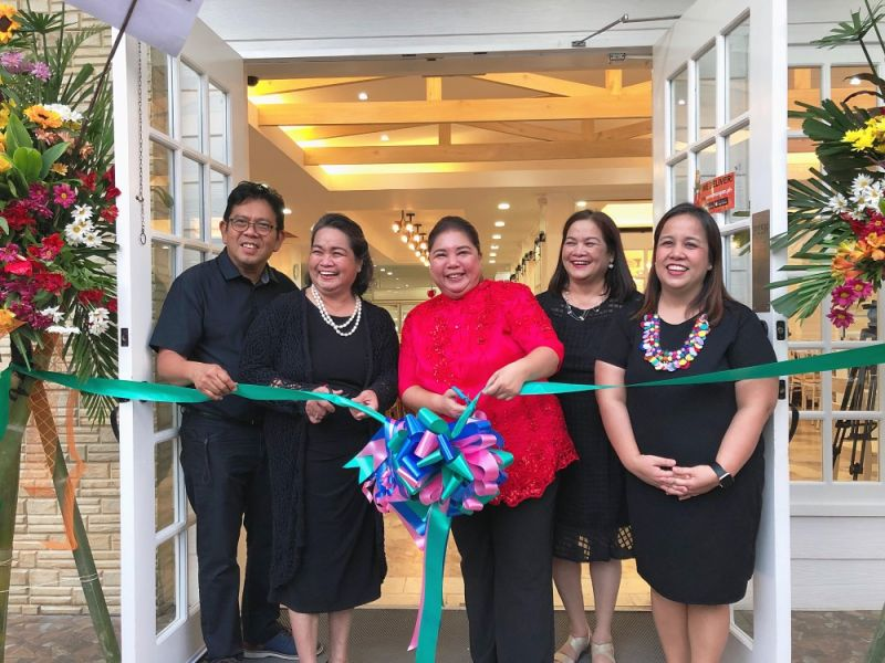 PAMPANGA. Concepcion sisters of the Toll House Food and Services Inc., along with Angeles Vice Mayor Vicky Vega-Cabigting, re-open the newly renovated Toll House main branch in Angeles City. (Charlene A. Cayabyab)