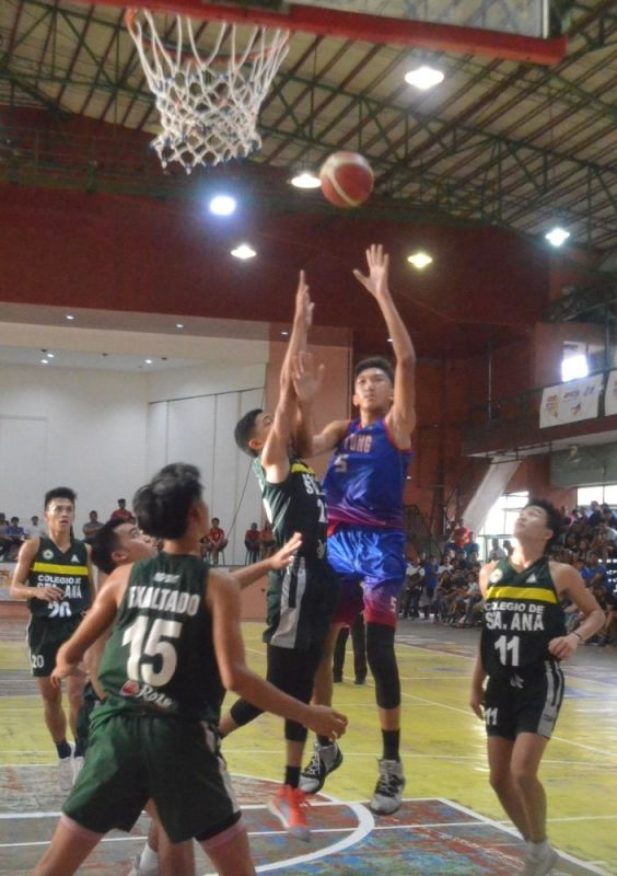 BACOLOD. Bacolod Tay Tung High School's center Henj Demisana (5) outpowered Colegio de Sta. Ana de Victorias' forward Rommel Hechanova during the recent NBTC Bacolod leg finals. (Photo by Jerome Galunan Jr.)