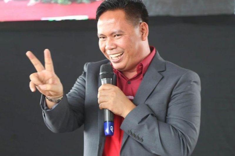 Mi-peace si Kapa Community Ministry International Pastor Joel Apolinario sa usa ka hulagway gikan sa Google. (Google photo)