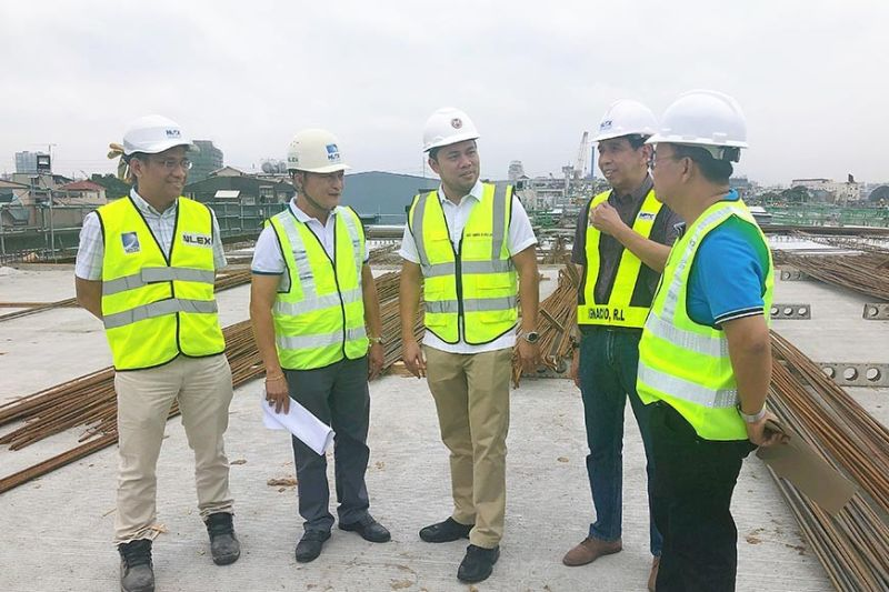 CALOOCAN CITY. (L-R) North Luzon Expressway Corporation Assistant Vice President for Project Management Nelson Delos Reyes, NLEX Corp. Vice President for Project Management Fernando Autor, Public Works Secretary Mark Villar, NLEX Corp Chief Operating Office Raul Ignacio, and NLEX Vice President for Tollway Development and Engineering Nemesio Castillo inspect the ongoing construction of the NLEX Harbor Link C3-R10 Section in Caloocan City on Friday, January 24, 2020. The segment is set to partially open in February. (Photo by Charlene A. Cayabyab)