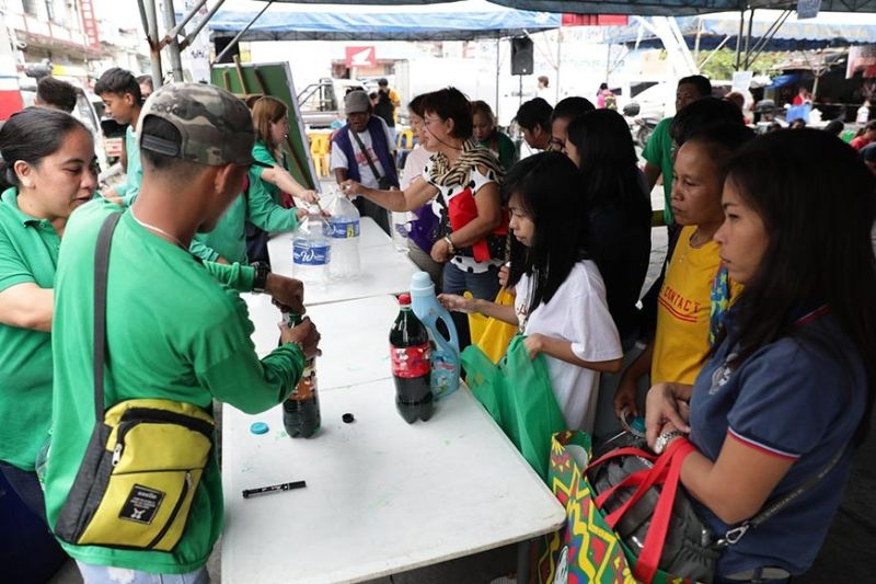PAMPANGA. Fernandinos refill their clean and reusable plastic containers with kitchen condiments, toilet aids and other household items during the Refill Revolution held at Poblacion Basketball Court, Barangay Sto. Rosario, City of San Fernando on January 24, 2020. (Contributed photo)