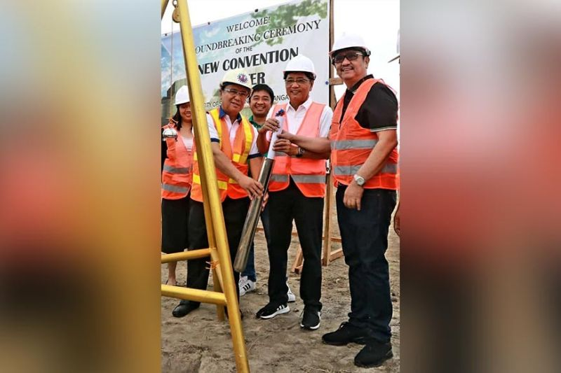 CITY OF SAN FERNANDO. Deputy Speaker and Third District Congressman Aurelio ' Dong'Gonzales Jr. (Right); City of San Fernando Mayor Edwin 'Edsa' Santiago (Center) and DPWH- Pampanga 1st District Engineering Office DE Almer Miranda (Left) leads Saturday' s capsule layong and bround breaking of the P 47.5 Million Multi Purpose Building (Convention Center) in this City. (Chris Navarro)
