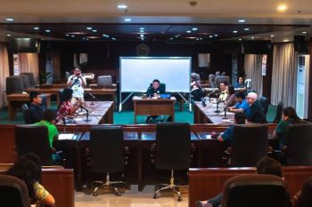 The committee on trade and commerce has launched an investigation into the alleged overpricing of medicines in the pharmacies of private hospitals. (PJ Orias)