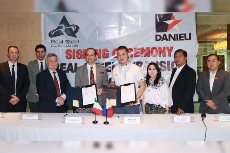 PAMPANGA. (L-R) Federico Rocchetti, vice-president of Danieli; Omar Narduzzi, Sales Area Manager, Danieli Long Products; Ambassador Giorgio Guglielmino, Italian Ambassador to the Philippines; Alessandro Menocchi, chief executive officer, Danieli; Irwin Chua, chief executive officer, Real Steel Corporation; Felice Chua, chief operations officer, Real Steel Corporation; Mayor Abundio Punsalan Jr. of San Simon, Pampanga; and William Chen, chief finance officer, Real Steel Corporation signed on Friday, January 24, 2020, the memorandum of understanding for the construction of the state-of-the-art and environmental friendly and full automated high speed rolling mill at RSC in San Simon, Pampanga. (Chris Navarro)