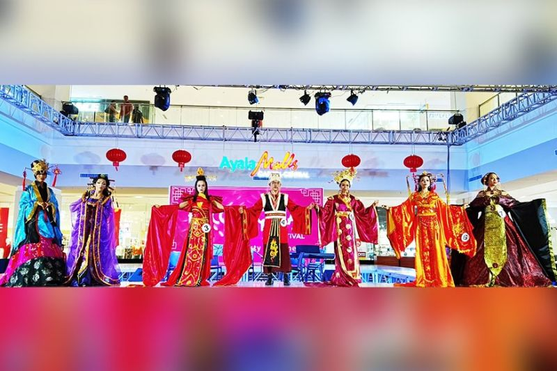BACOLOD. The seven contestants for the Chinese dynasty costume competition held at the Ayala Malls Capitol Central on January 26 in line with the staging of the 15th Bacolaodiat festival in the City of Bacolod. (Photo by Carla Cañet)