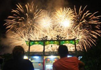 CAGAYAN DE ORO. Gisaksihan sa katawhan ang fireworks display atol sa pagtabo sa Chinese New Year niadtong Enero 25 sa Bell Church sa Barangay Macasandig, siyudad sa Cagayan de Oro. (Jo Anna Sablad)