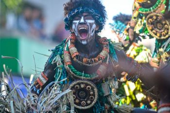ILOILO. Tribu Paghidaet of La Paz National High School is named champion in this year's Iloilo Dinagyang Festival. It won P5 million. (Leo Solinap)