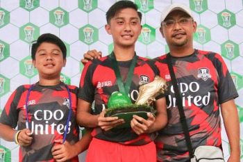 CAGAYAN DE ORO. JL Cascara (at center) with his father Jeff and younger brother Mamat, when they won the Boys 14-under title during the Thristy Cup in Cebu in 2018. The former Rosevale standout now plies his talent with De La Salle Zobel in the UAAP. (Photo by Jack Biantan)