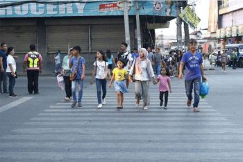 CAGAYAN DE ORO. People caught jaywalking in Cogon market will be fined with P500 or undergo community service following the implementation of the anti-jaywalking policy by the Roads and Traffic Administration. (Photo courtesy of CIO)
