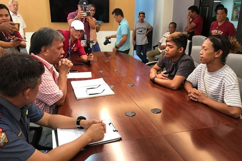 """Cadiz City Mayor Salvador Escalante Jr. (left) talks to the two Dinagsa Festival revelers who went viral due to their recent lewd """"pole dancing"""" act Monday morning, January 27, 2020. (Photo courtesy of City Information Center of Cadiz City Facebook page)"""