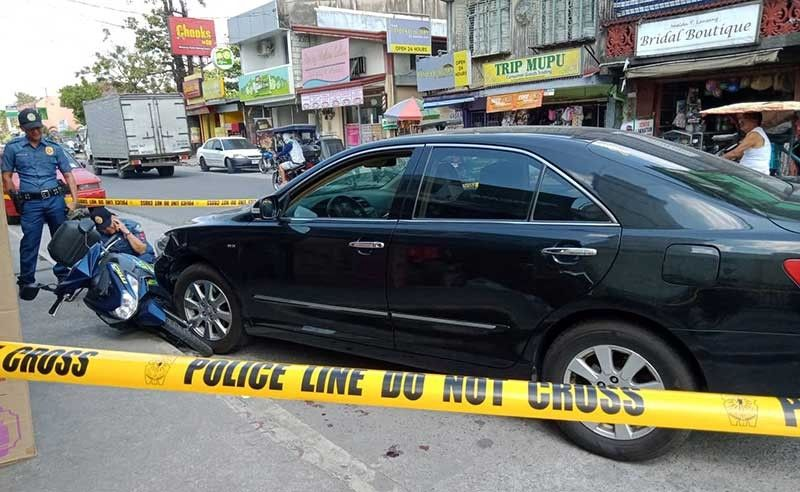 PAMPANGA. Police check on the vehicle of a lawyer who was ambushed and killed along with his driver in Sta. Rita town on Tuesday, January 28, 2019. (CLTV36 Photo)