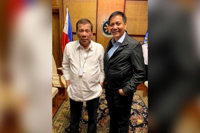 NAGTAGBO. Sa iyang Facebook page, si Cebu City Mayor Michael Rama mipakita ning hulagway nila ni Presidente Rodrigo Duterte dihang nagtagbo sila niadtong Lunes. (gikan sa FB page ni VM Michael Rama)
