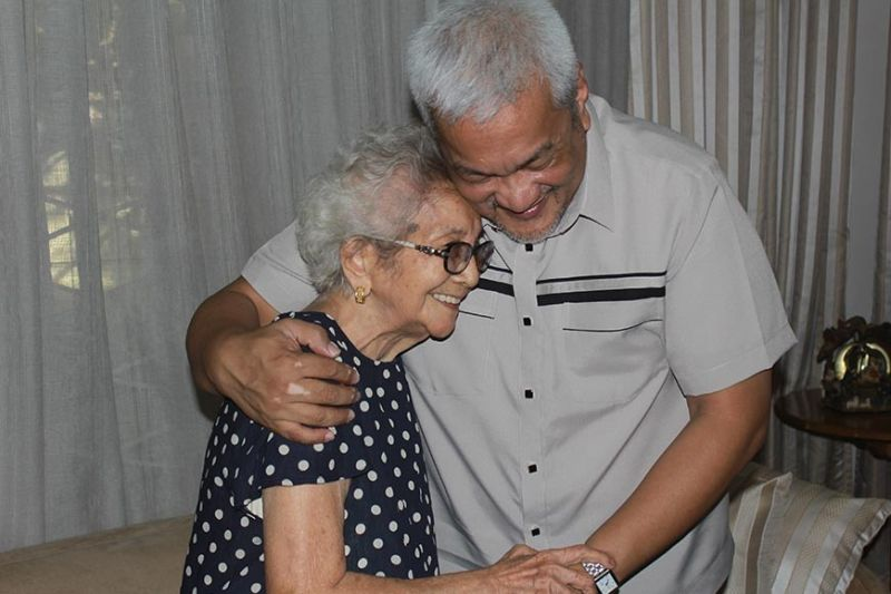 PAMPANGA. An elderly hugs Angeles City Mayor Carmelo Lazatin Jr. as a sign of gratitude after receiving medical and financial assistance the local chief executive is personally distributing to 90-99 years old indigent senior citizens. (PR)