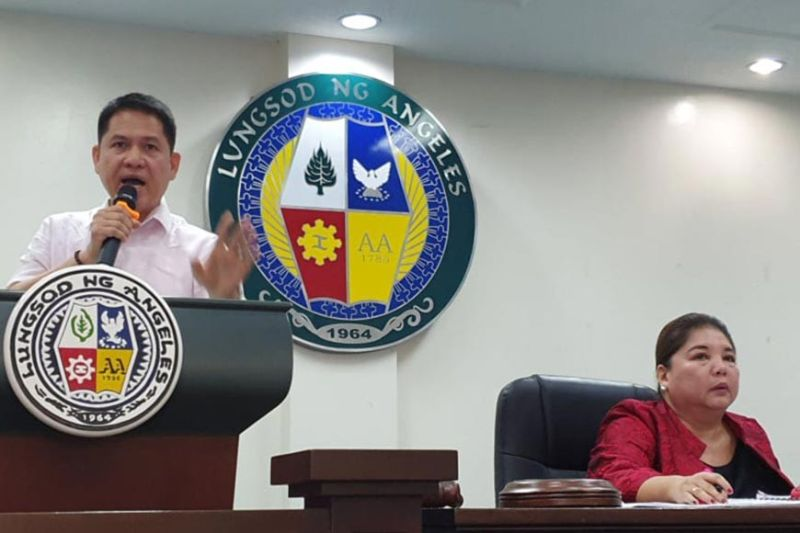 PAMPANGA. Angeles City Councilor Jay Sangil delivers his privilege speech in which emphasized that he will uphold public interest and the rights of water consumers during Tuesday's (January 28) City Council session. Listening is Vice Mayor Vicky Vega-Cabigting. (Chris Navarro)