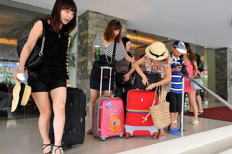 DIVERSIFY MARKETS. The local tourism industry is told to take advantage of other foreign tourist markets aside from the Chinese, as the travel restrictions implemented by the Chinese government on its citizens amid the 2019 novel coronavirus outbreak are likely to derail arrival growth. (SunStar file photo)