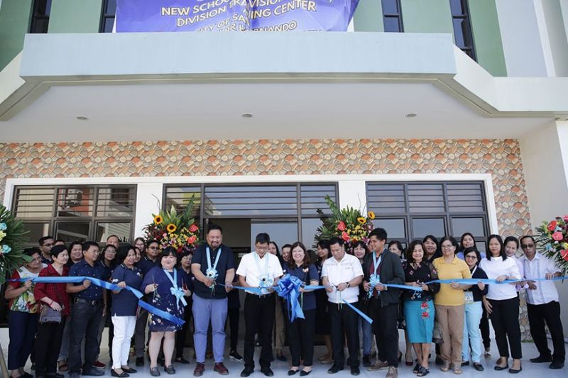 PAMPANGA. Mayor Edwin Santiago and Kaganapan 2020 Chairman Architect Hermel Gulapa, together with DepEd teachers led by Dr. Imelda Macaspac, inaugurate the new schools division building, division training center and City of San Fernando tech-voc senior high school building on January 30, 2020. (City of San Fernando Information Office)