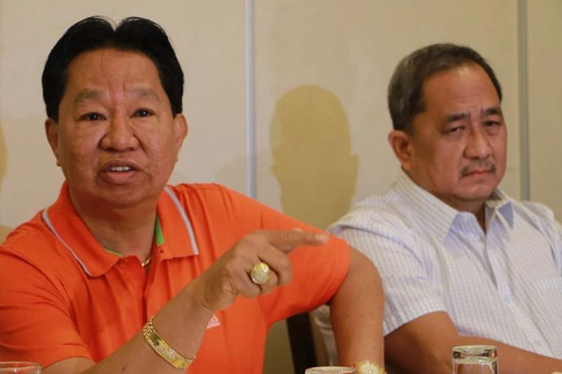 PAMPANGA. Angeles City Water District (ACWD) chairman of the Board Bernie Cruz (L) and General Manager Rey Liwanag answer questions from the media as they explain that a joint venture agreement will benefit consumers and will infuse fresh capital to further improve the services of ACWD, during Friday's press conference at Fortune restaurant, Clark Freeport Zone, Pampanga. (Photo by Chris Navarro)