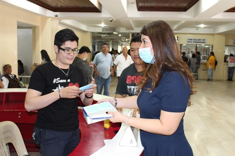 ANGELES CITY. Mayor Carmelo 'Pogi' Lazatin Jr. immediately instructed Executive Assistant IV Reina Manuel on January 31, 2020 to distribute face masks to all the front line offices of the city hall, as safety measure for the prevention and protection against the spread of novel coronavirus (2019-nCoV) in the city. (Contributed photo)