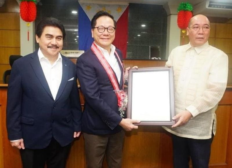 """HONORARY MAYOR. Mayor Evelio Leonardia presents to Dr. Andrew L. Tan, Adopted Son of Bacolod, Executive Order No. 3 series of 2020 declaring him """"Honorary Mayor of Bacolod City"""" during the celebration of the 15th Bacolaodiat Festival, at rites at the City Mayor's Office of the Bacolod City Government Center Saturday, February 1. (PR)"""