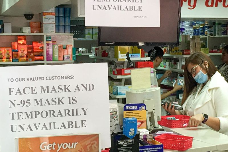 SAFETY MEASURE.  Stores in Baguio City are out of stock of N95 and face masks due to high demand as the public takes precautionary measures against possible infections from the 2019 novel coronavirus (2019-nCoV). (Photo by Jean Nicole Cortes)