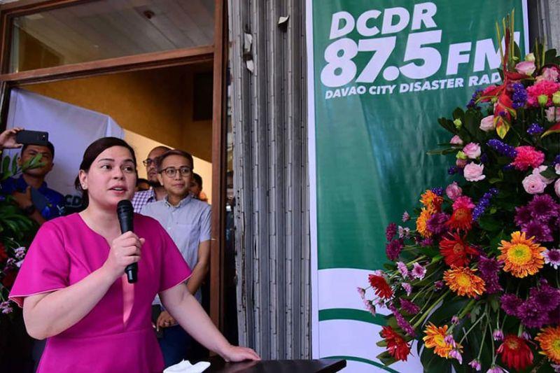 DAVAO. Madasigon nga namulong si Davao City Mayor Sara Duterte-Carpio atol sa inagurasyon sa pagbukas sa dcDR Disaster Radio 87.5 Mhz sa FM frequency sa Davao City, Lunes sa buntag, Enero 3. (Hulagway sa City Government of Davao Facebook page)