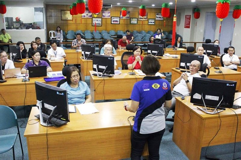 BACOLOD. Mayor Evelio Leonardia joins the meeting of the Bacolod City   Inter-Agency Task Force Against Novel Coronavirus (nCoV), chaired by   Vice Mayor El Cid Familiaran, with Councilor Cindy Rojas and City   Health Officer Dr. Ma. Carmela Gensoli as vice chairpersons, at the   City Council Session Hall Monday, February 3, 2020. (PR)