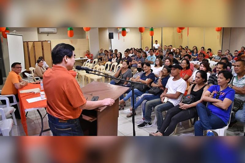 CORONAVIRUS. Mayor Evelio Leonardia addresses the barangay captains, kagawads, and SK chairpersons of Barangays 1 to 20 during their cluster meeting at the Bacolod City Government Center, February 4. Leonardia tells the barangay officials to take preventive measures against the novel coronavirus [nCoV]. Aside from the coronavirus, the barangay officials also tackled concerns on solid waste management, road-clearing, and illegal drugs. (PR)