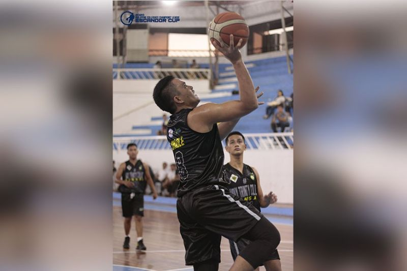 DAVAO. Louie Omadle drives all the way to the basket to score for defending champion Holy Trinity College of General Santos City in their Philippine Collegiate Champions' League (PCCL) Escandor Cup Mindanao Finals game against Universidad de Zamboanga Tuesday evening, February 4, at Almendras Gym Davao City Recreation Center. (Escandor Facebook Page)