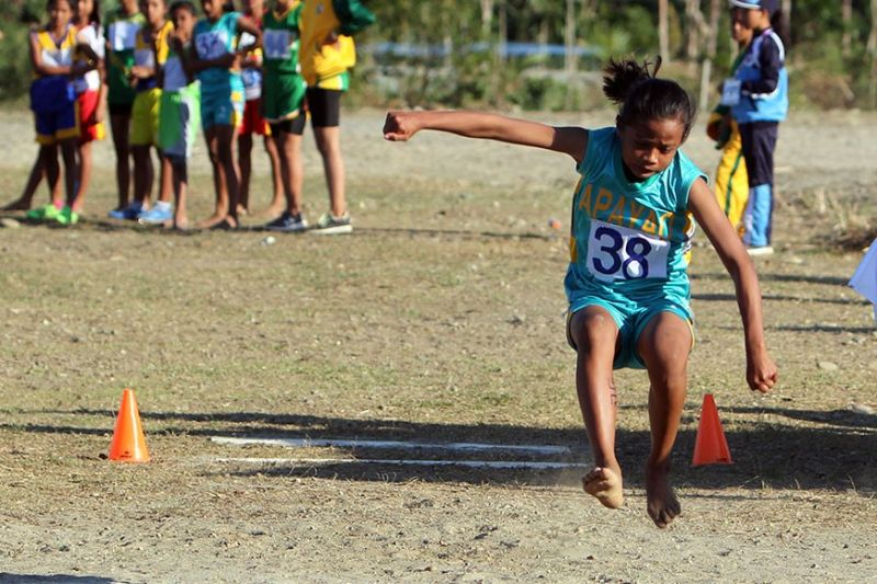 BAGUIO. Apayao's Ezekiel Balyao leaps 4.22 meters to win the gold medal in the elementary girls long jump event during the 2019 Cordillera Administrative Region Athletic Association hosted by the province. Athletes coming from the six provinces and two cities will have more time to gear – up for their event following the postponement of the regional meet. (Roderick Osis file photo)