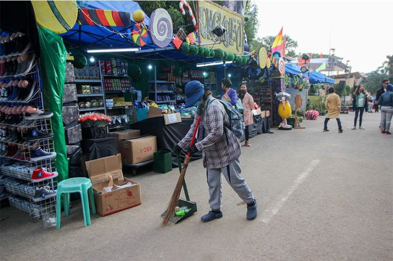 BAGUIO. A street sweeper keeps the 'Baguio in Bloom' trade fair at the convention center neat and clean. (Photo by Jean Nicole Cortes)