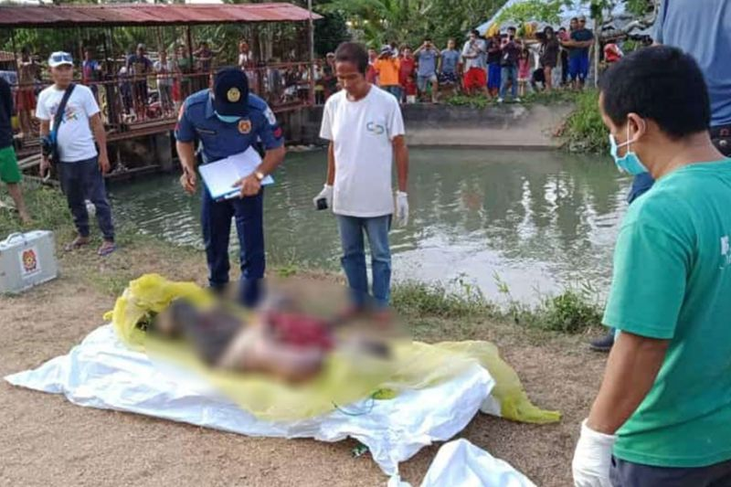 NEGROS. Authorities check the body of a woman found floating at an irrigation in Barangay Atipuluan, Bago City Wednesday afternoon, February 5, 2020. (Bago City Police Photo)
