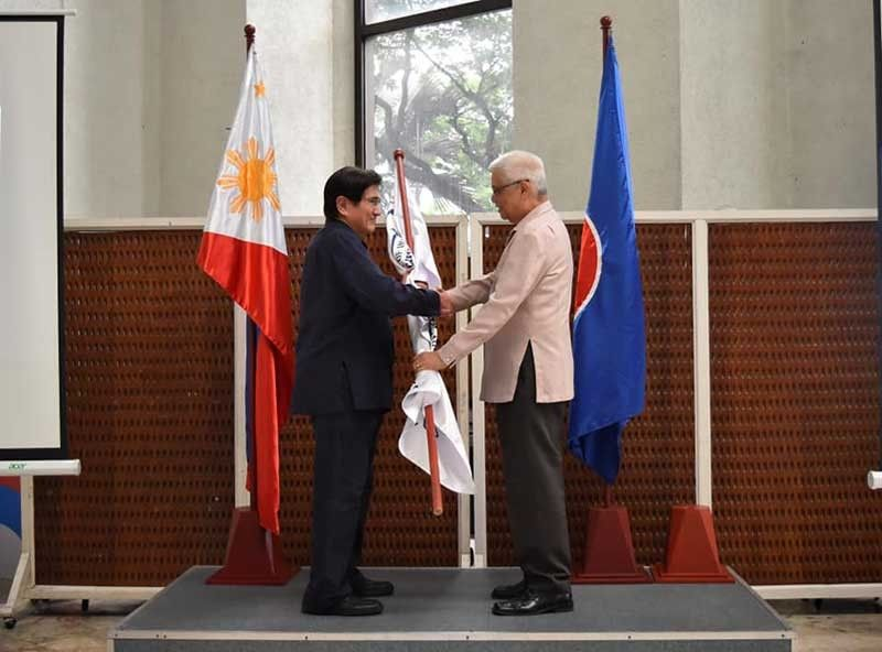 MANILA. In this file photo, former senator Gregorio Honasan (left) receives the DICT flag from former officer-in-charge Eliseo Rio Jr. (File Photo)