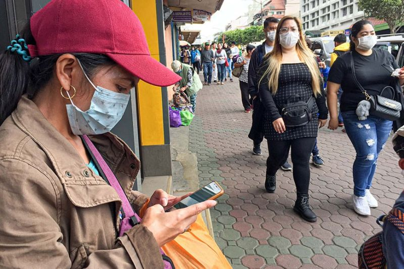 BAGUIO. Following the quarantine of a patient under investigation for 2019 novel coronavirus in the Cordillera, Baguio residents wear masks to avoid catching any disease. (Photo by Jean Nicole Cortes)