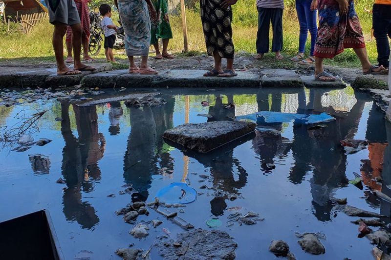 HEALTH HAZARD. Residents of Sitio Paradise 3 have complained that the flood problem in the area has caused dengue and leptospirosis cases to rise.  (Sunstar Photo / Arni Aclao)