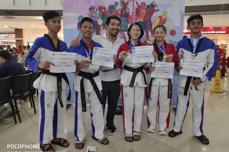 BACOLOD. Hanah Taekwondo jins (from left) Luigi Escasinas, Davon Pecha, Coach Vic Feria, Mary Angeline Alcantara, Ashley Chavez, and Lorenz Rodas. (Vic Feria Photo)