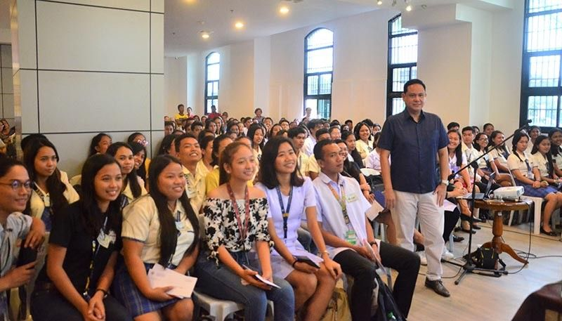 ILOILO. Governor Arthur Defensor Jr. poses before the 125 scholars of the Iloilo Provincial Government. They comprise Batch 24 of the Iskolar sang Iloilo Program. (Contributed photo)