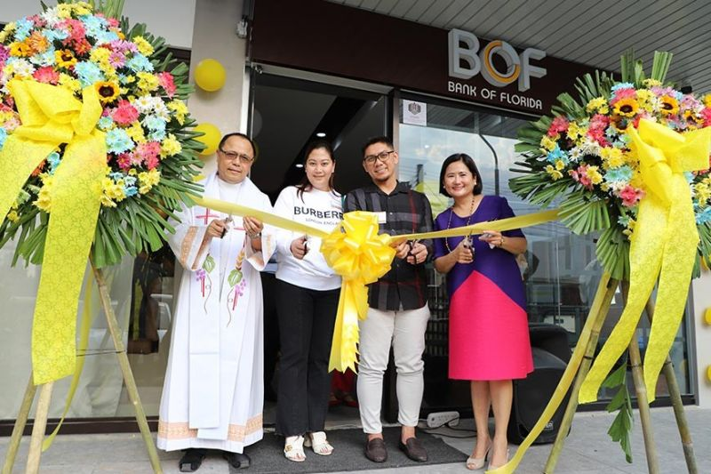 PAMPANGA. Bank of Florida chairman and president Teresa David-Carlos (right) and Rev. Fr. Antonio Atole join valued clients Gheric Manaloto and Rizalyn M. Manaloto during the opening of the BOF branch in Angeles City. (Contributed photo)