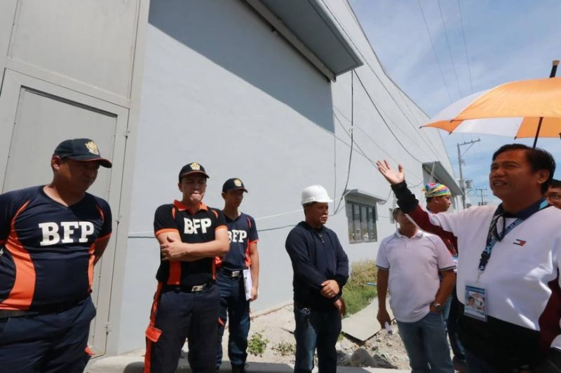 PAMPANGA. San Simon Mayor Jun Punsalan conducted on Wednesday, February 5, a surprise inspection of several warehouses along Quezon Road in San Simon town. Punsalan reminded locators and investors to get their permits before operating their business. (Chris Navarro)