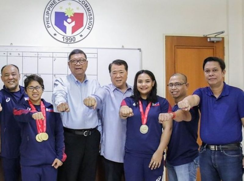 BACOLOD. (From left) Coach Kai Wen Gao, gold-medalist Hidilyn Diaz, PSC Chairman William Ramirez, SWP President Monico Puentevella, bronze medalist Kristel Macrohon, Julius Naranjo and PSC Commissioner Charles Maxey during the courtesy visit at the PSC Office at Rizal Memorial Sports Complex, Manila. (PSC Photo)