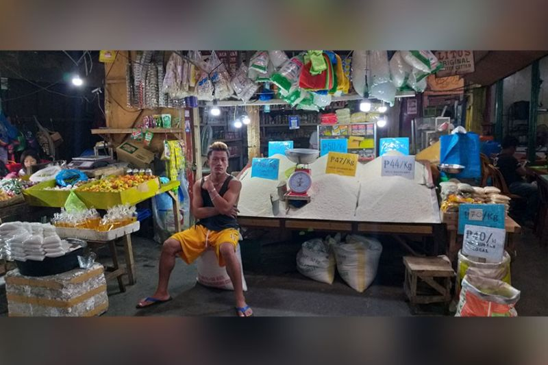BACOLOD. The food and non-alcoholic beverages basket is among the commodity groups that contributed to the higher inflation rate in Western Visayas. (Photo by Erwin P. Nicavera)