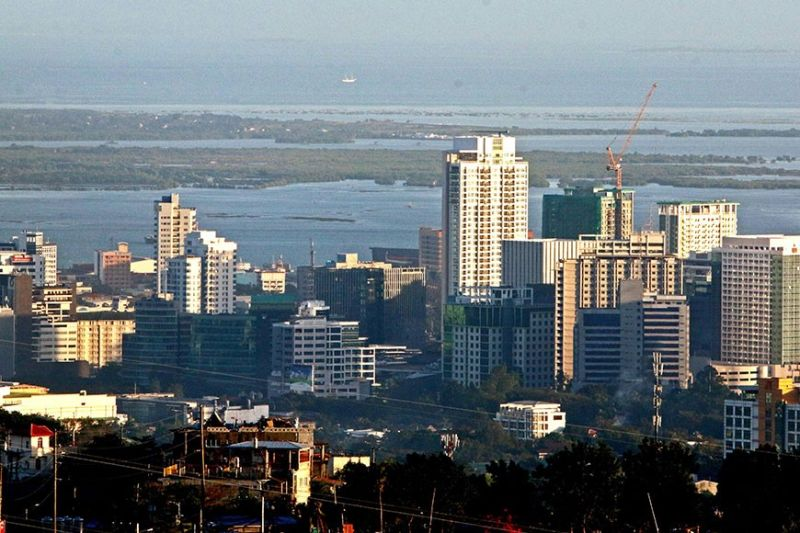 CEBU SKYLINE. The International Monetary Fund says that despite the slowdown in the first half of 2019 due to temporary government underspending and external trade uncertainty, the Philippine economy continues to perform well, having regained momentum in the second half of the year. (Sunstar File)