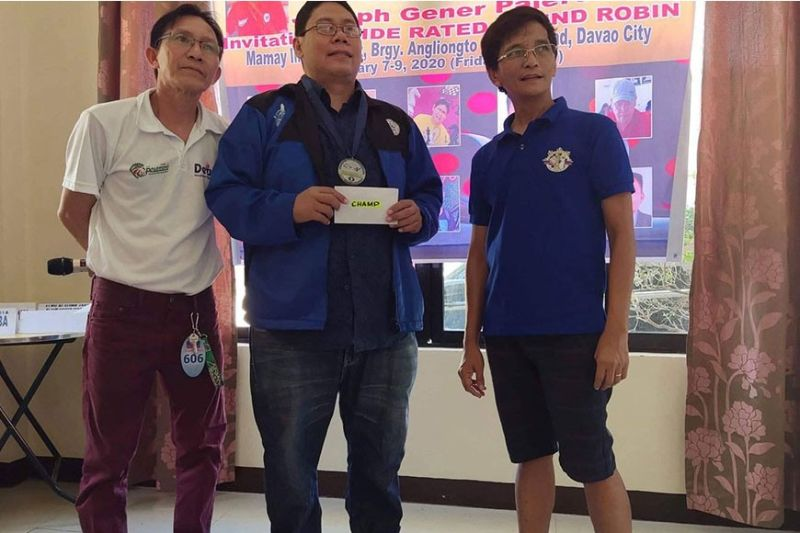 DAVAO. Alexander Clavite, center, receives the champion's cash prize after topping the recently-concluded Jojo Gener Palero Invitational Fide Rated Round Robin Tournament held at Mamay Inn and Resort along Mamay Road in Barangay Angliongto, Davao City. (Na Jojo Palero Facebook)