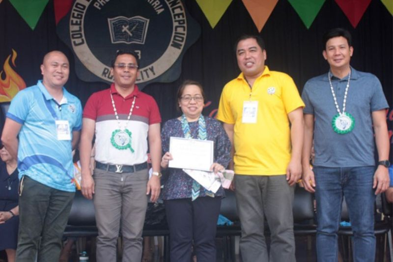 BACOLOD. (From left) Western Visayas Prisaa president Ryan Molina, Capiz Governor Esteban Contreras, CHED Western Visayas director Dr. Maura Consolacion Cristobal, CESO III, Caprisa president Mngr. Cyril Villareal, and Roxas City Mayor Ronnie Dadivas. (Nopsscea Press Corps Photo)