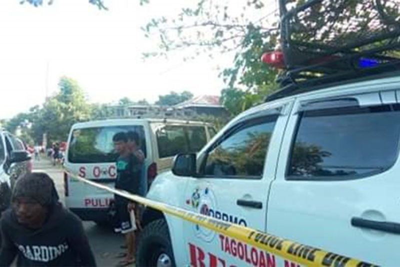 TAGOLOAN. Police and rescue vehicles arrive at an abandoned area in Natumolan, Tagoloan, where a woman was found dead. (Photo courtesy of Menzie Montes/IFM)