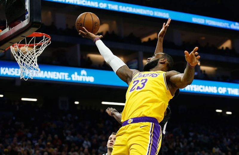 USA. Los Angeles Lakers forward LeBron James goes to the basket against the Sacramento Kings during the first quarter of an NBA basketball game in Sacramento, California, Saturday, February 1, 2020. (AP)