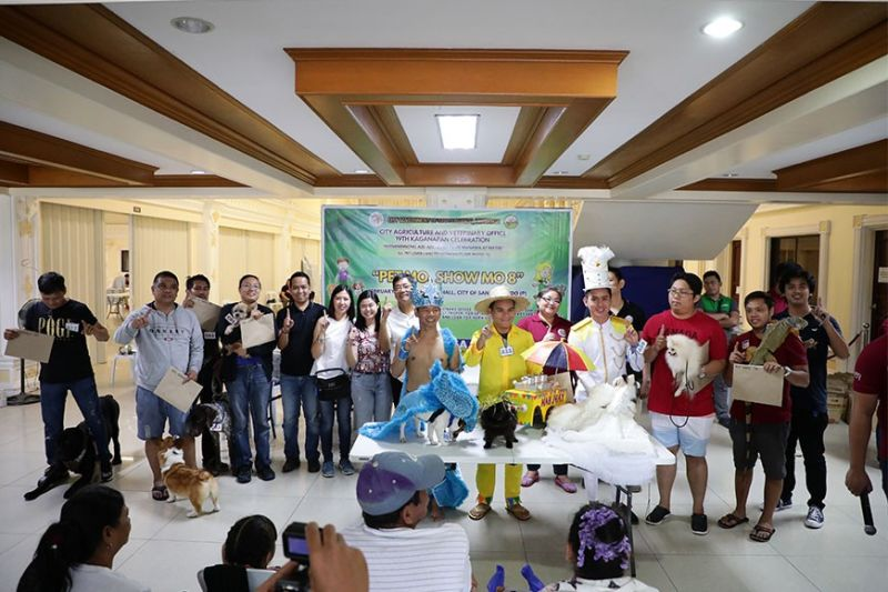 PAMPANGA. Mayor Edwin Santiago joins the participants of this year's